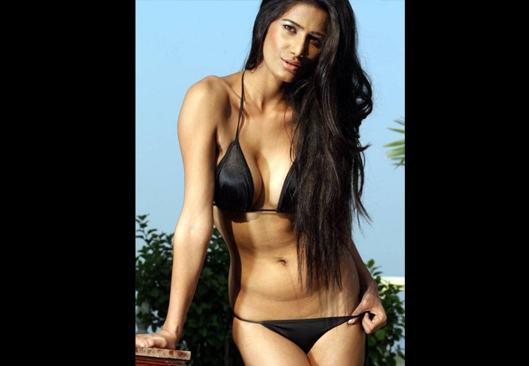 Bikini Poonam Pandey Photos