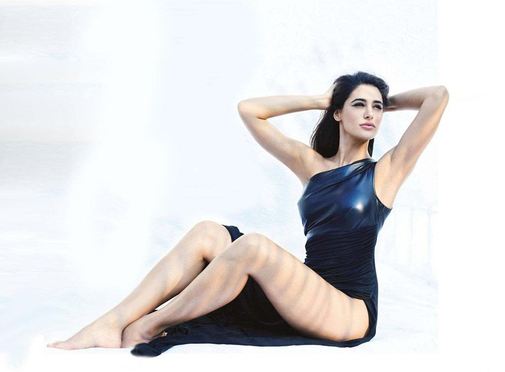 Nargis Fakhri Hot Legs Wallpapers