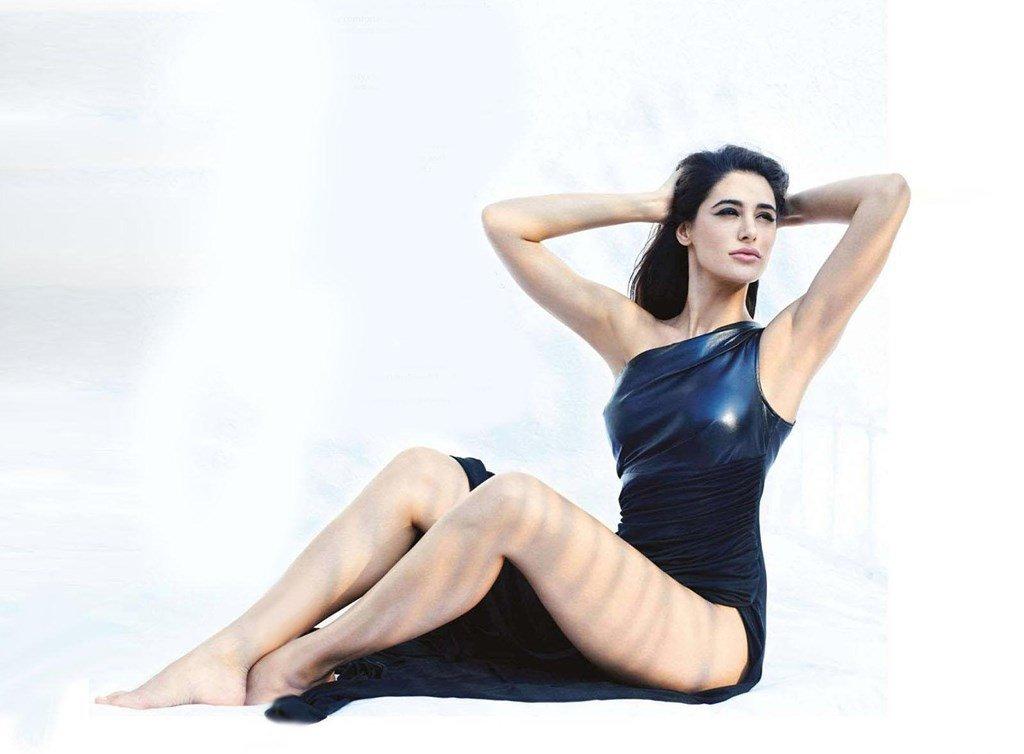 Nargis Fakhri Hot Legs Wallpapers