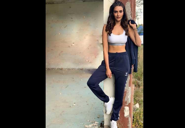 Karishma Tanna Hot Images