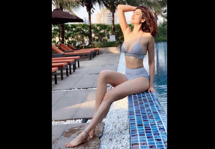 Karishma Tanna Hot Photos