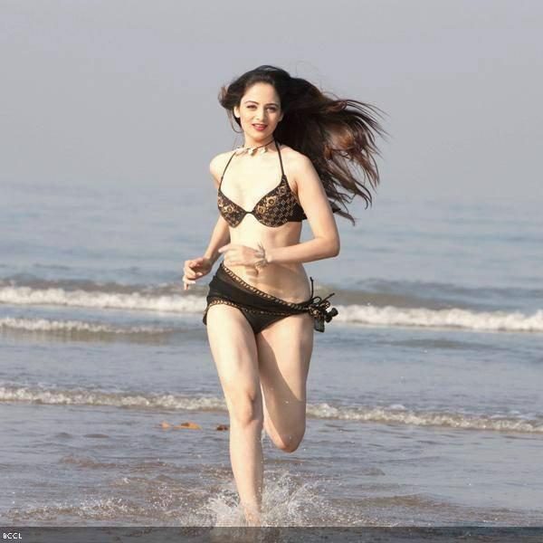 Kiara Advani Bikini Sexy Photos