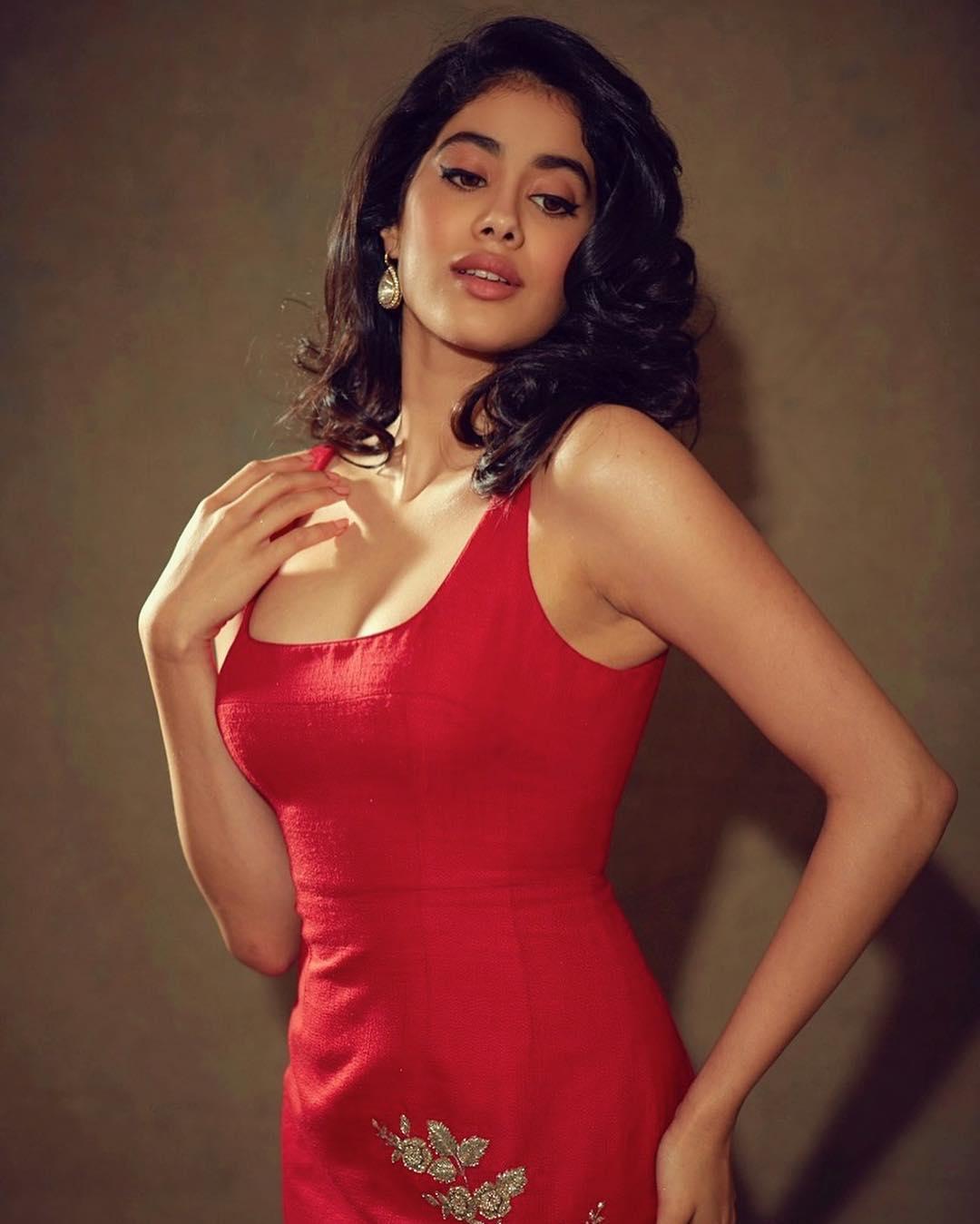Janhvi Kapoor Hot Images